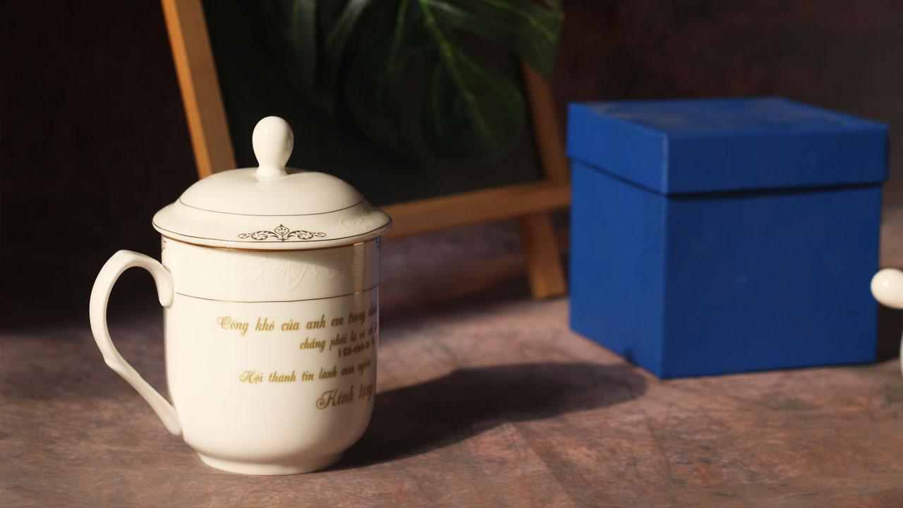 Ly sứ in hình - quà tặng doanh nghiệp kèm theo hộp đựng cao cấp