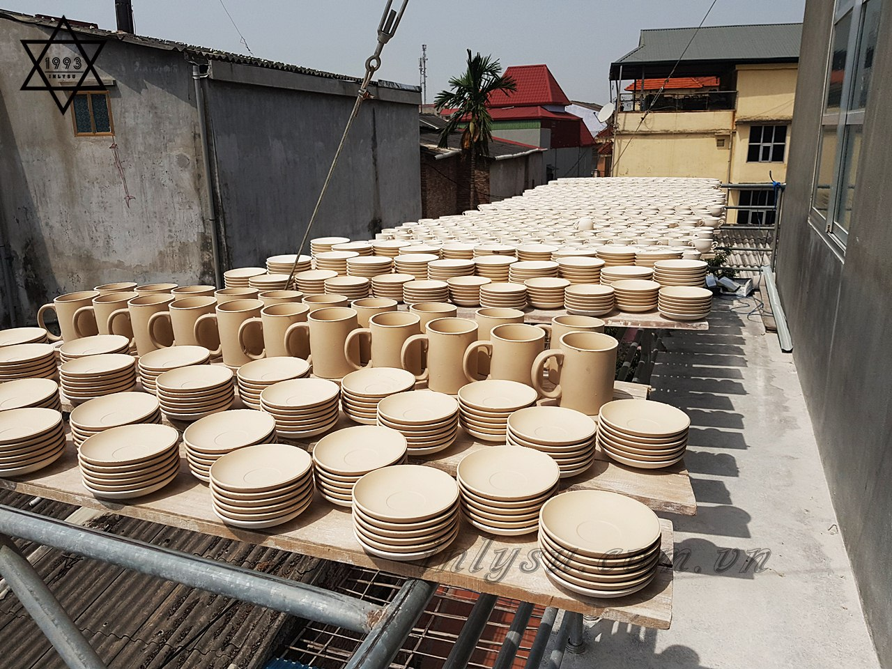 xuong-san-xuat-ly-su-vinaly-in trên gốm sứ