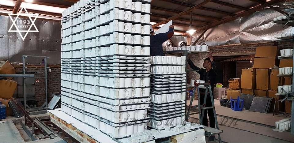 Ly sứ được sản xuất tại xưởng.