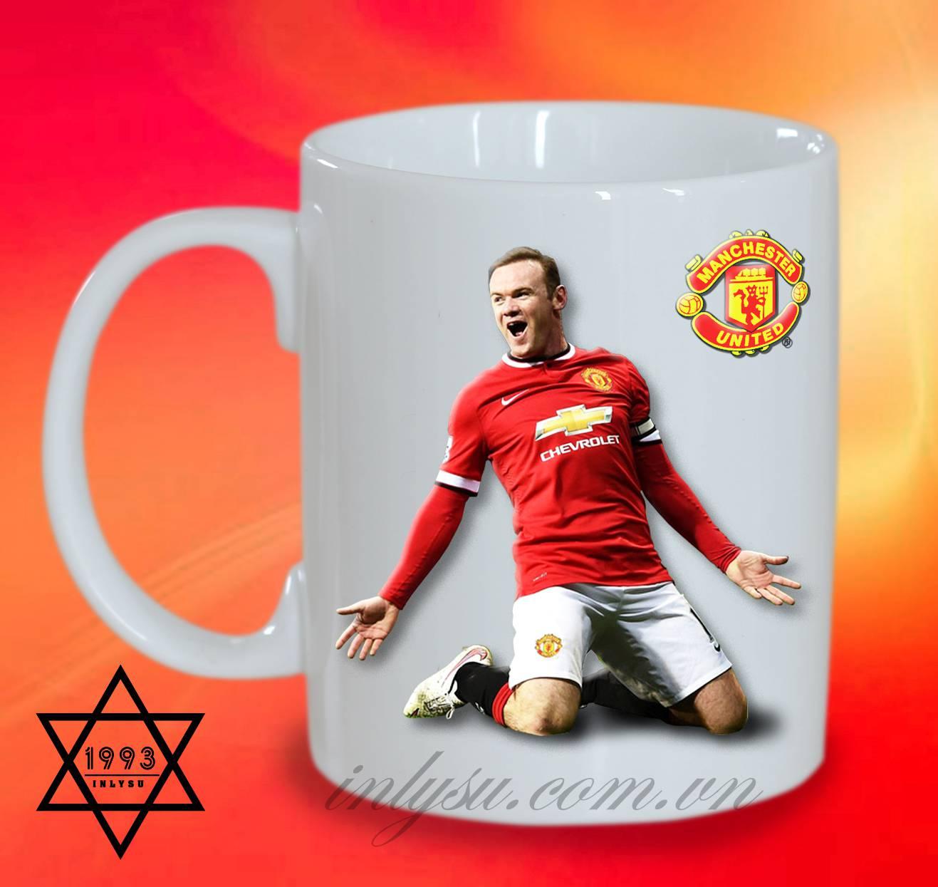 Ly sứ in hình cầu thủ Wayne Rooney và câu lạc bộ M.U