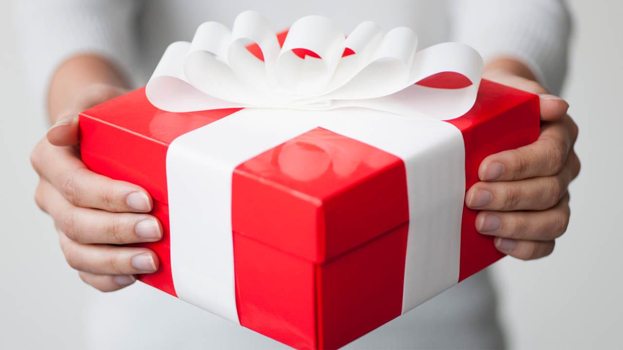 Quà tặng công ty - Món quà gắn kết tình cảm và duy trì mối quan hệ tốt đẹp với đối tác và khách hàng.