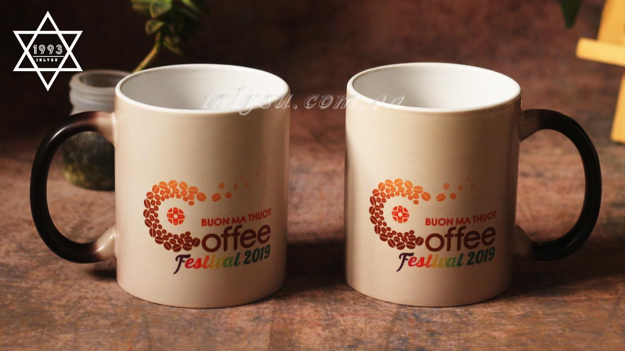 Ly sứ đổi màu làm quà tặng Festival Coffee 2019